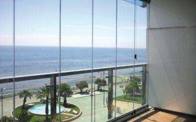 Instalaci n de cortinas de cristal vidrio templado - Cortinas de cristal malaga ...