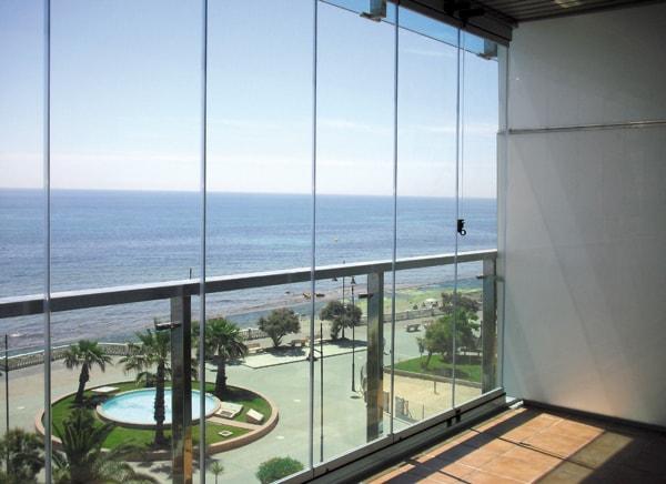 Cortinas de cristal a medida en Málaga