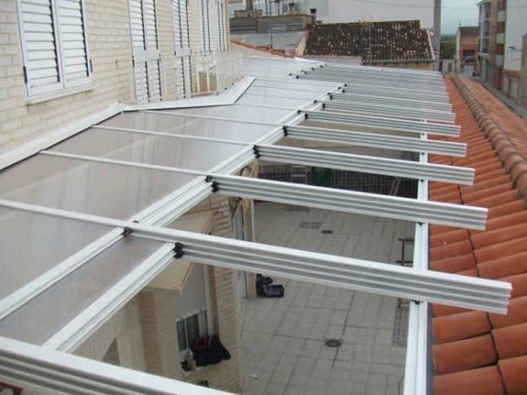 Techos móviles de policarbonato y cristal en Granada