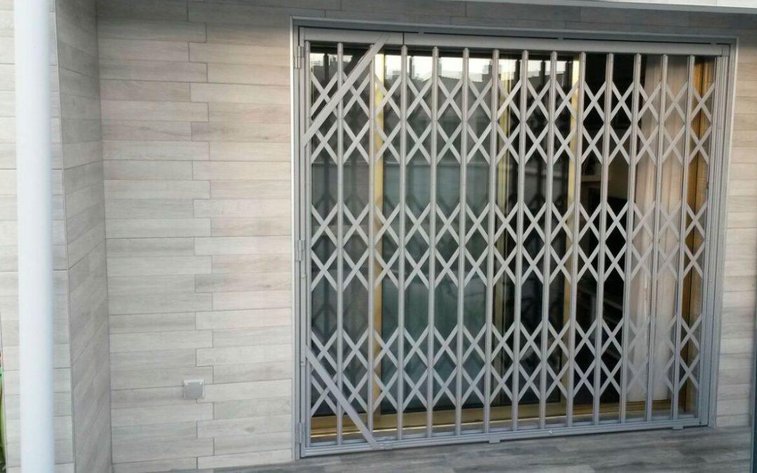 Reja de seguridad extensible para negocio en Alicante
